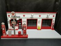 TEXACO GAS STATION FRONT W/ 2 PUMP ISLAND, HAND CRAFTED, 1:18TH SCALE, DIORAMA