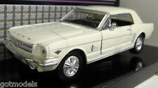 Motormax 1/24 SCALA 73200ac 1964 1/2 Ford Mustang Bianco Auto Modello Diecast