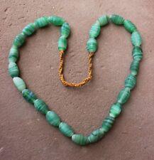 sehr schöne Halskette mit 27 grünen Glasperlen - Colored Glass Beads