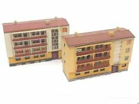 2 große Wohnblöcke mit Ladenzeile BELEUCHTET Spur N D0331