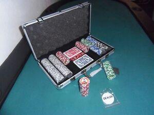 Malette Coffret Poker 300 jetons 5 dés 2 jeux de carte 1 jeton dealer