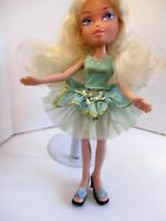 Bratz Doll Pink Lips Long Blonde Curly Hair Light Green Outfit & HIGH HEELS
