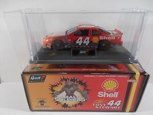 Revell 1/43 1998 NASCAR #44 Shell Small Soldiers Tony Stewart
