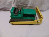 "original Structo metal bulldozer green & yellow Color USA 12"" x 7"" x 5"""
