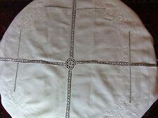 Nappe carrée de  120 cm en fil de lin  - brodée et travail aux fuseaux