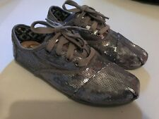 TOMS Cordones SILVER SEQUIN Slip On Flats Shoes size 6 pre-owned