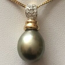 14K Gold With Large Grey Tahitian Pearl Pendant And Total Of 15 Diamonds
