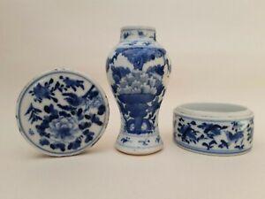 ANTIQUE CHINESE PORCELAIN BLUE & WHITE KANGXI STYLE VASE AND ROUND BOX & COVER