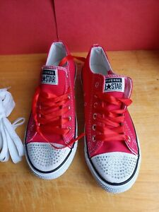 Converse All Star Size 4 Red Low Tops