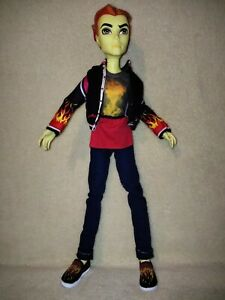 Monster High Heath Burns - Home Ick. SIZZLING MANSTER WITH KITCHEN READY APRON!