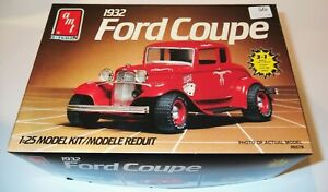 Vintage '32 Ford Coupe 3 in 1 1:25 Kit #6578