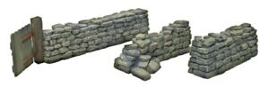 BRITAINS DIORAMA ACCESSORIES 17824 STONEWALL WITH WORKING GATE & STRAIGHT MIB