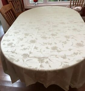 """Sage Green Wildflower Tablecloth 60""""x 84"""" Silky Damask Design With 4 Napkins"""