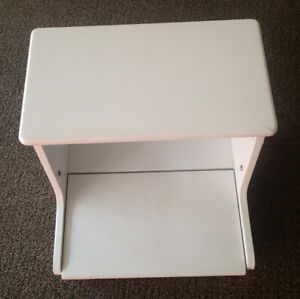 WHITE STURDY WOOD TOY BOOK STORAGE STEP STOOL CIRCO PRE-OWNED WITH HANDLES