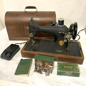 MID-CENTURY CENTENNIAL SINGER 128-23 Sewing Machine Bentwood Case & Accessories
