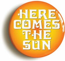 HERE COMES THE SUN SIXTIES BADGE BUTTON PIN (Size is 1inch/25mm diameter)