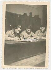 Foto deutsche Landser in der Kaserne-Soldaten-Zimmer  2.WK (d288)