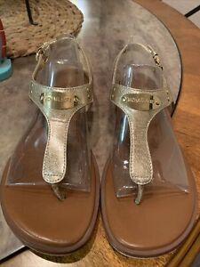 Michael Kors MK Plate Thong Pale Gold Metallic Leather Sandal Women size 8.5 m