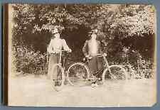 France, Dames faisant du vélo  Vintage citrate print. Vélo ancien. Vintage bike