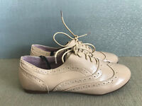 BNWT Ladies Sz 6 Rivers Soft Brand patent Beige Lace up casual style work Shoes