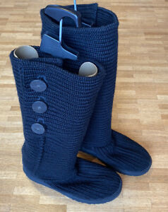 UGG Classic Cardy Boots Winterstiefel Schwarz / Gebraucht / Größe  42 US W 11