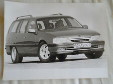 Opel Omega 3.0 24v Station Wagon press photo Dec 1990