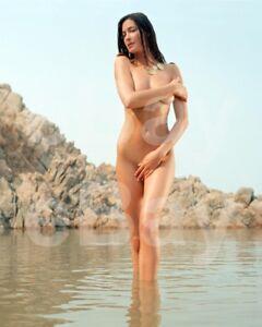 Lisa Snowdon 10x8 Photo