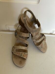 Remonte leather wedge sandal Size 39 US 9 Used ones
