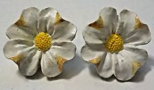 White & Yellow Resin Flowers Pierced Earrings - DM 99
