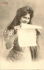 CARTE POSTALE ILLUSTRATEUR BERGERET FANTAISIE FEMME TENANT UN PAPIER 1903