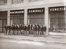 anni '60 vecchia fotografia JUVENTUS SQUADRA davanti ad ASSICURAZIONI GENERALI