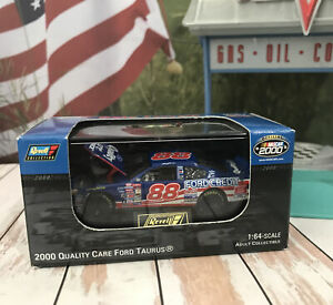 Car 1:64 Diecast 2000 NACAR Dale Jarrett Revell Quality Care Ford Limited Case