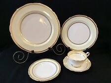 Paragon 5 Piece Place Setting Fine China SAK LTD Montreal by Appointment England