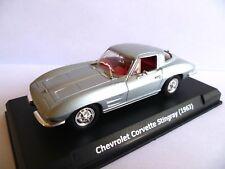 Chevrolet Corvette Stingray ( 1963 ) en boite vitrine échelle 1/43 ème