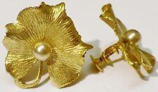 boucles d'oreilles à vis bijou vintage signé CORO feuille gravé perle nacré 5127