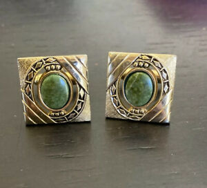 VINTAGE ANSON MEN'S GOLD TONE WITH AMAZING GREEN STONE CENTER CUFFLINKS