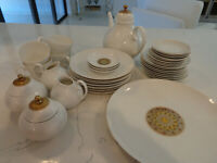 ROSENTHAL COFFEE/TEA AND DESERT SET QUATRE COULEURS AND ROMANCE 37 PIECES
