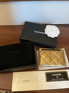 2021 Chanel Metallic  Pearl Quilted Card Holder/NIB