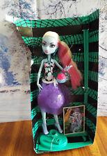 2012 Monster High SKULL SHORES Abbey Bominable Beach Yeti Doll NIB Partial Box