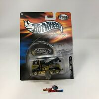 Kansas Speedway Tow Truck * BLACK/GOLD * Treasure Hunt * 2001 Hot Wheels * JC11
