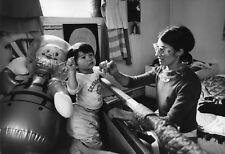 Emmanuelle Khanh et son fils Othello circa 1966