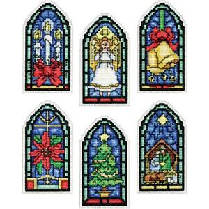 Design Works Plastic Canvas Ornament Kit STAINED GLASS Cross Stitch 5909 Xmas