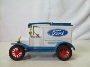 Ertl. 1913 Model T Ford Motor Company with Locking bank Die-Cast