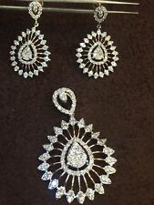 Stunning 3.48 Cts Round Brilliant Cut Diamonds Pendant Earrings Set In 14K Gold
