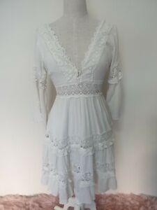 THE CLOTHING COMPANY. Women's dress. Crochet details. V-neck. Off white. Size M