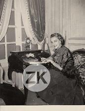 JACQUELINE DELUBAC Robe PAQUIN Actrice Publicité Candid Photo 1952