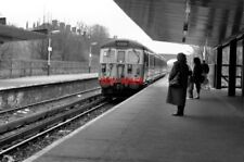 PHOTO  1990 CRUMPSALL RAILWAY STATION (3) A DOWN SERVICE FOR BURY RUNS INTO THE