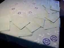 Nappe carrée ancienne + 12 serviettes, en lin fin, broderies et dentelles ...
