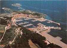 BR22730 Ile des Embiez gros plan sur le port de plaisance france