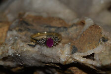 LADIES 10KT RUBY DIAMOND CLUSTER RING (SIZE 6.75)2.6 GRAMS